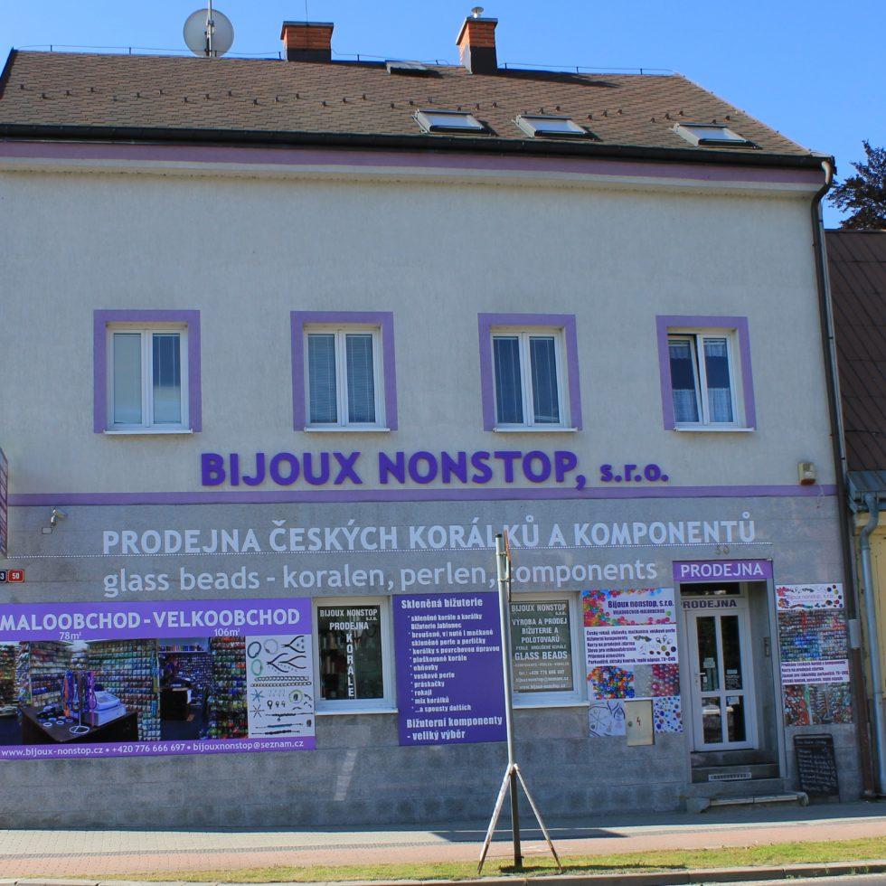 ac753f398f2 Výroba bižuterie v Jablonci nad Nisou má dlouhou historii. Sklářský průmysl  zde vzkvétá již od 14. století. Jsme firma pokračující v této tradici.